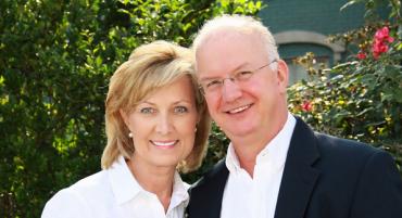 Bruce en Toni Hebel is 'n egpaar van Amerika wat 10 Oktober 'n seminaar aanbied oor vergifnis. Dit vind by Bergsig plaas vanaf 8:30 - 16:00. Kaartjies is te koop by Computicket teen R300 per persoon. Dit sluit 'n ete, tee en koffie in.